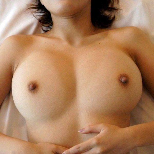 勃起乳首のサムネイル画像